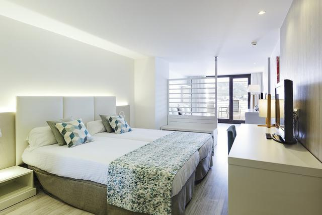 Junior suite vista mare alua hawaii mallorca & suites palmanova, mallorca